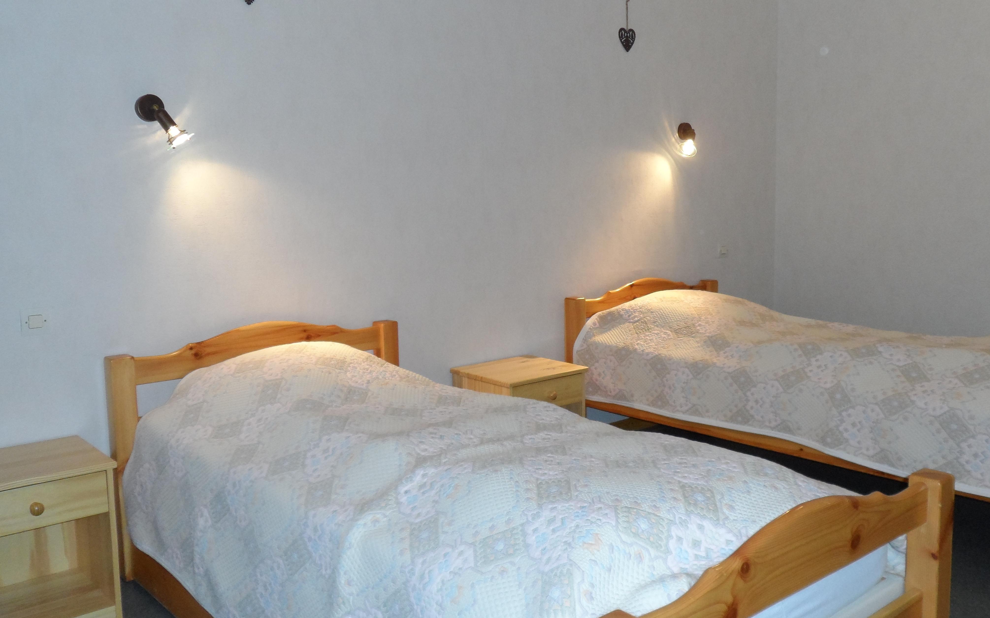 Chambre avec 2 lits 90*190